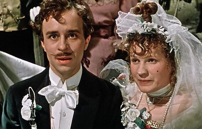 Кадр из фильма за двумя зайцами