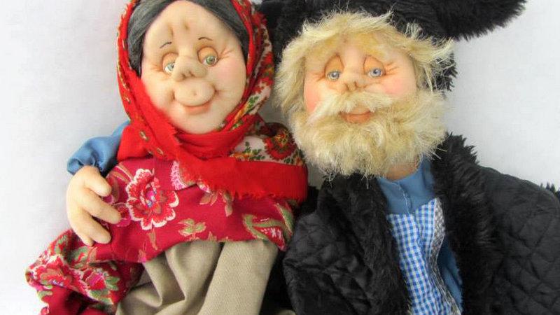 Пожилые дедушка и бабушка
